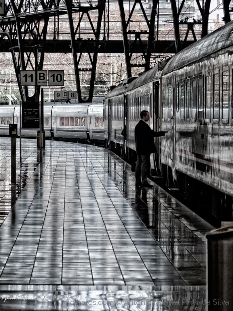 Gentes e Locais/THE LAST TRAIN
