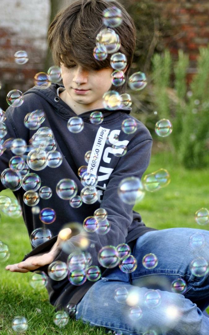 Retratos/brincar com bolas de sabão