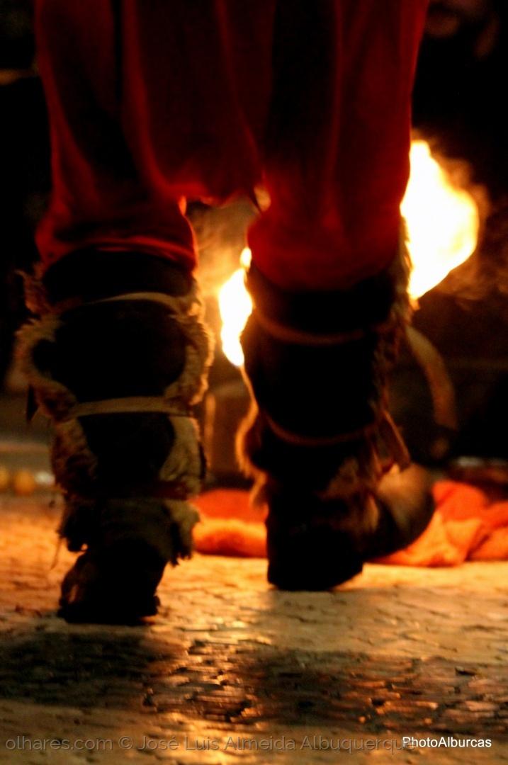 Outros/Um dia destes vou saltar a fogueira
