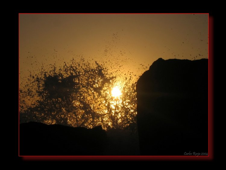 Paisagem Natural/Sol por entre as ondas do mar...