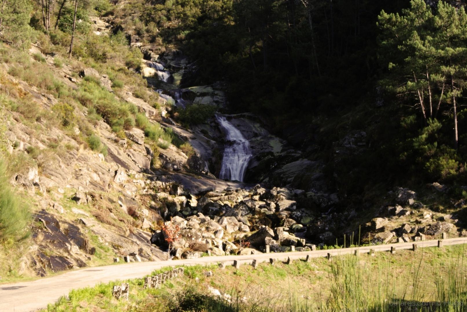 Paisagem Natural/Queda Água Carvemelhe - Bilhó