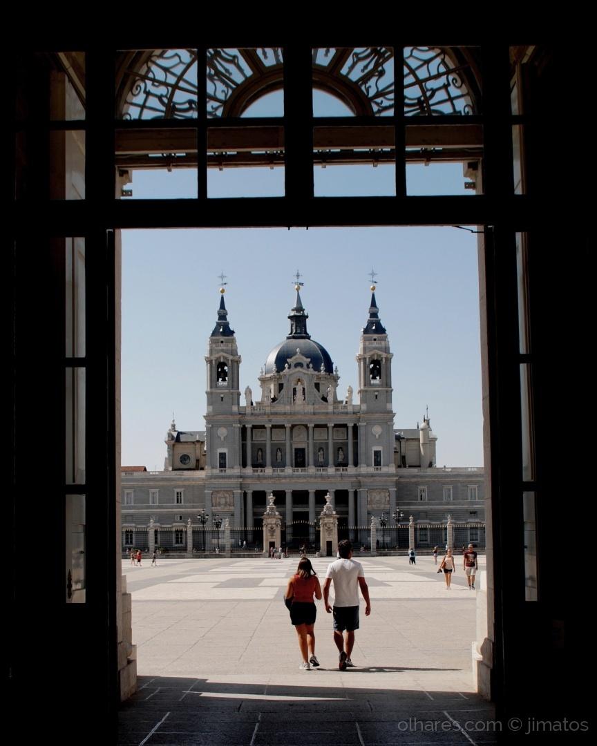 História/Catedral de Almudena é aquela ali. Bora lá!!!