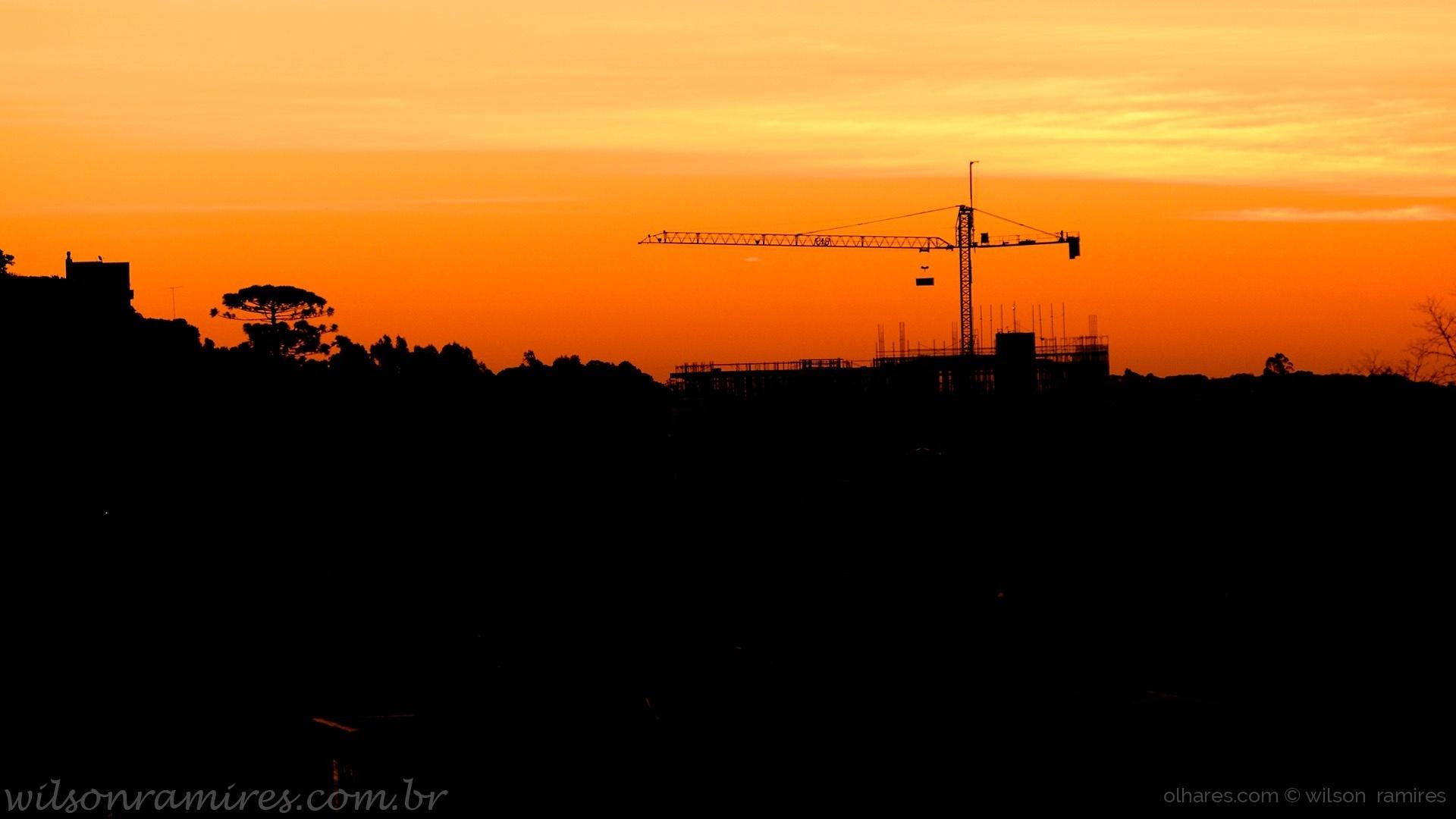 Paisagem Urbana/Construção Civil ao pôr do sol em Caxias do Sul