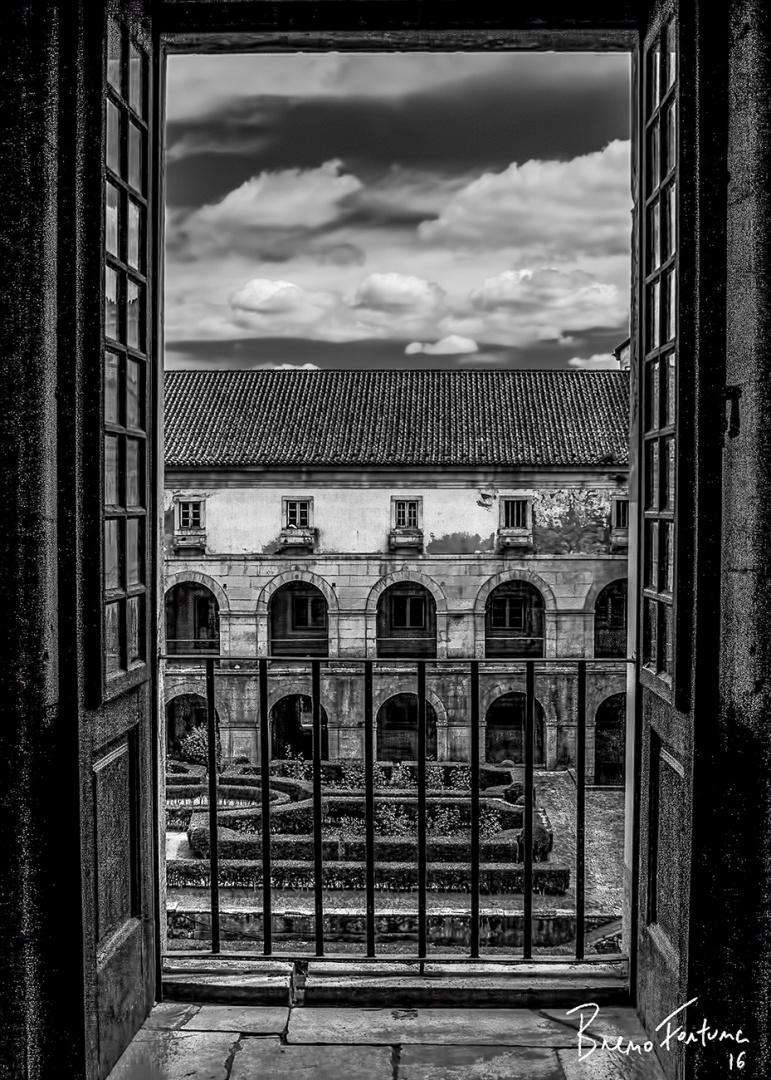 Gentes e Locais/Pela Janela do Mosteiro