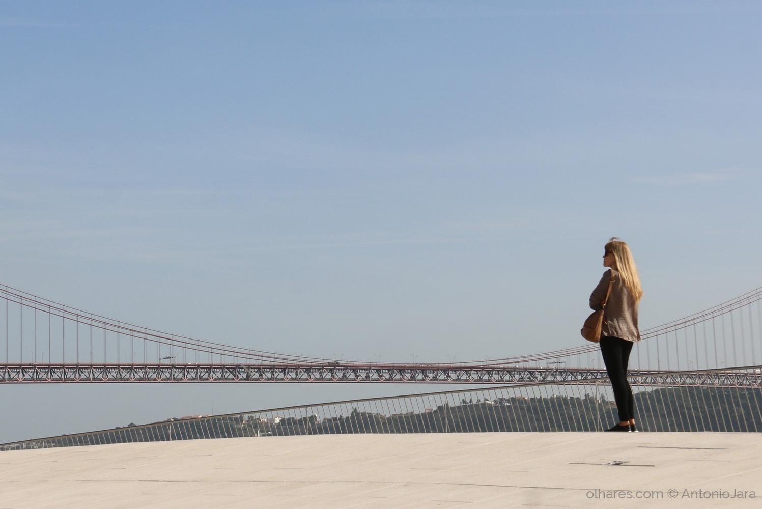 Gentes e Locais/Olhando a Ponte 25 de Abril