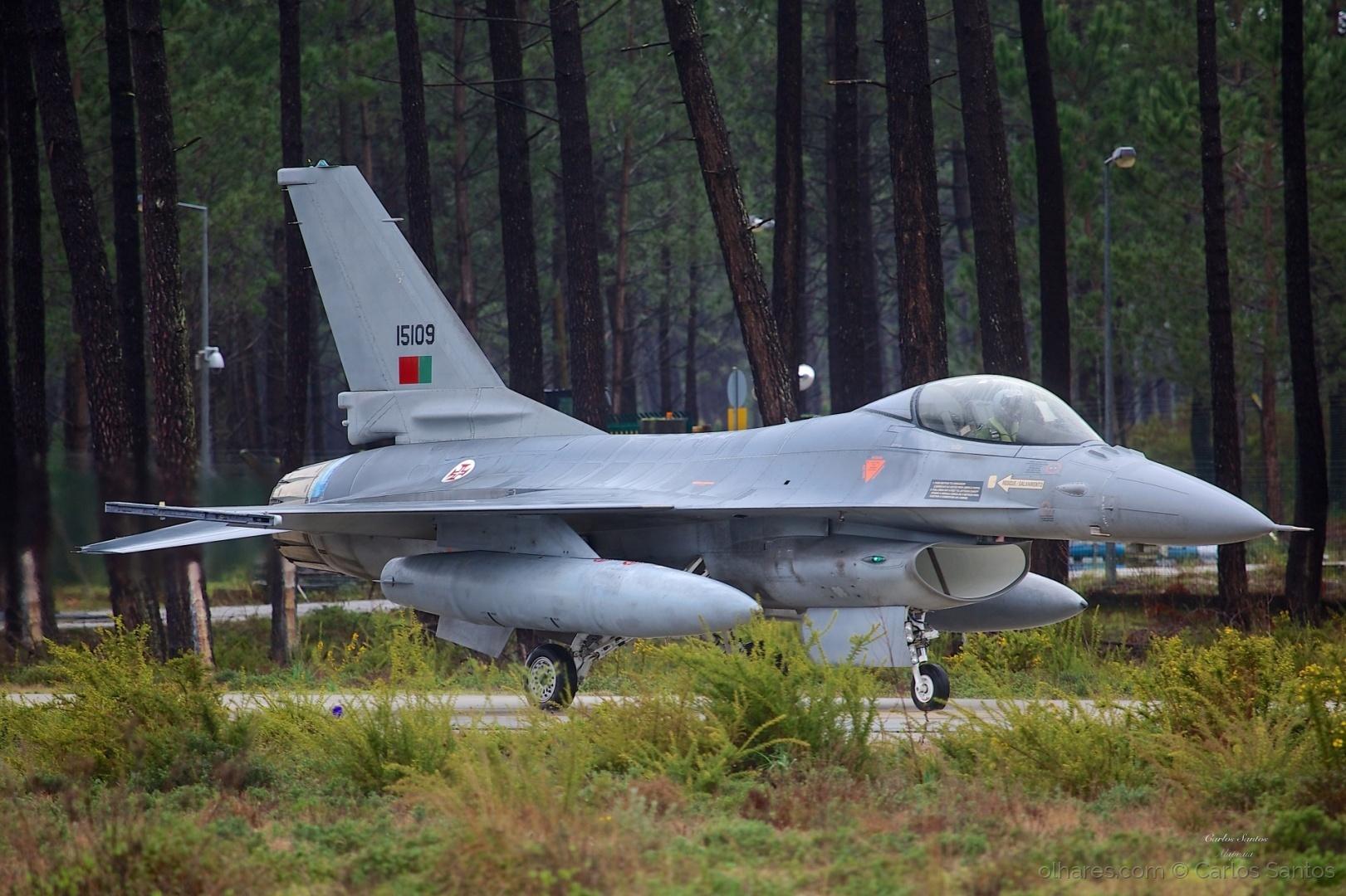 Desporto e Ação/F16 no Taxiway da Base Aérea nº 5 Monte Real
