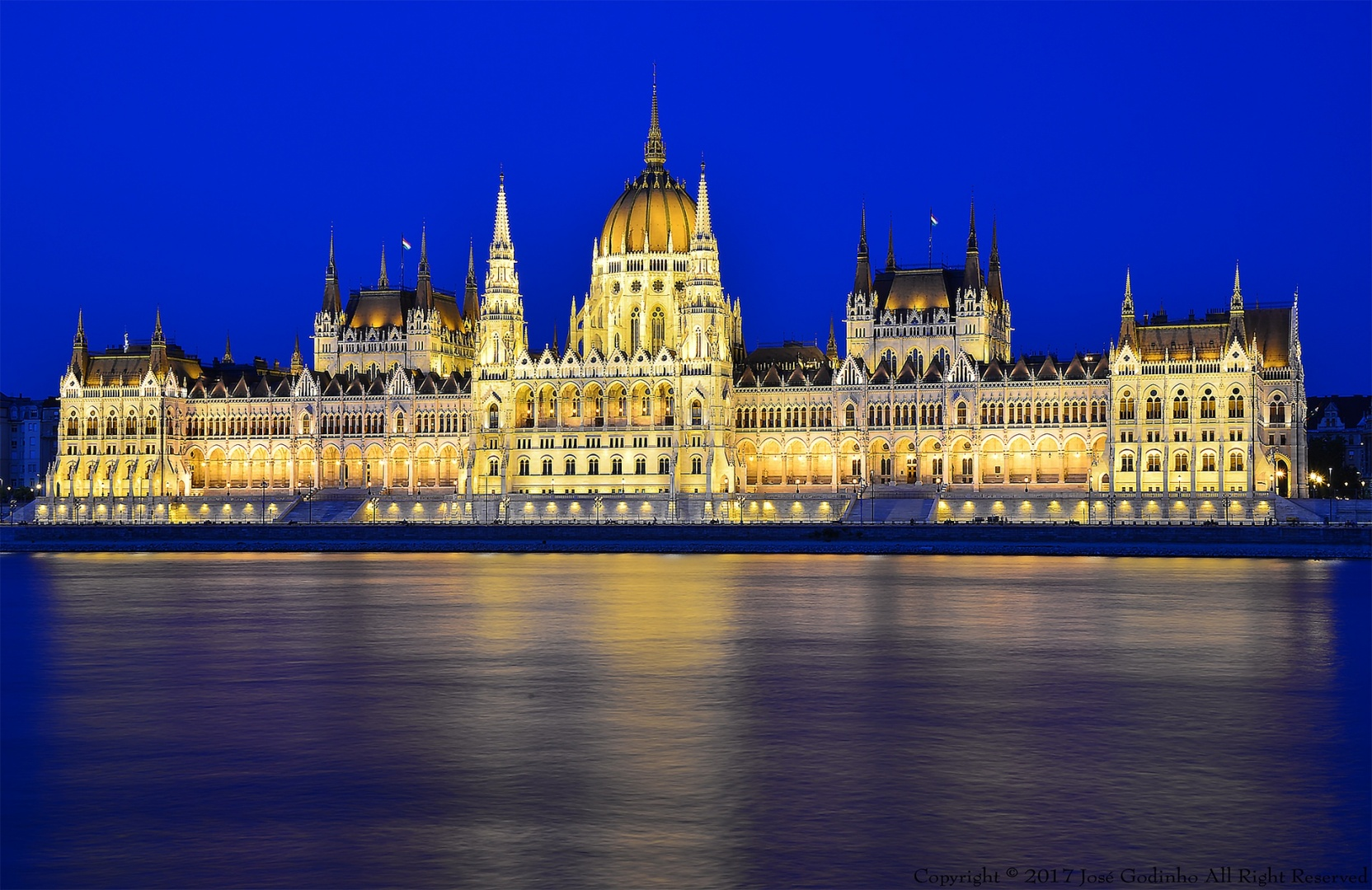 Gentes e Locais/Parlamento Húngaro
