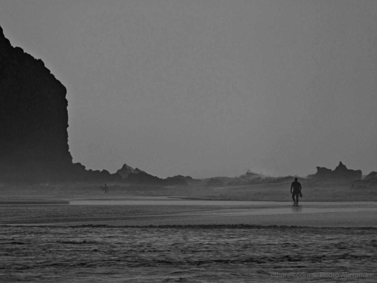 Desporto e Ação/A ondulação está muito forte para o surf...