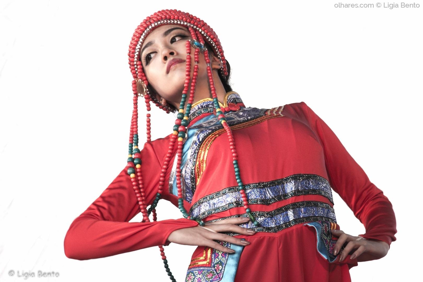Espetáculos/vermelho etnico