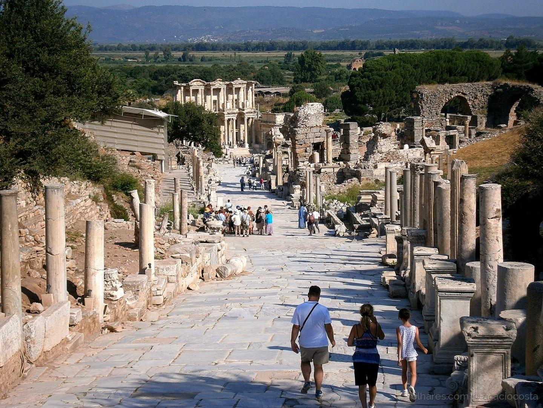 Gentes e Locais/Olhar sobre Éfeso - Rua Principal