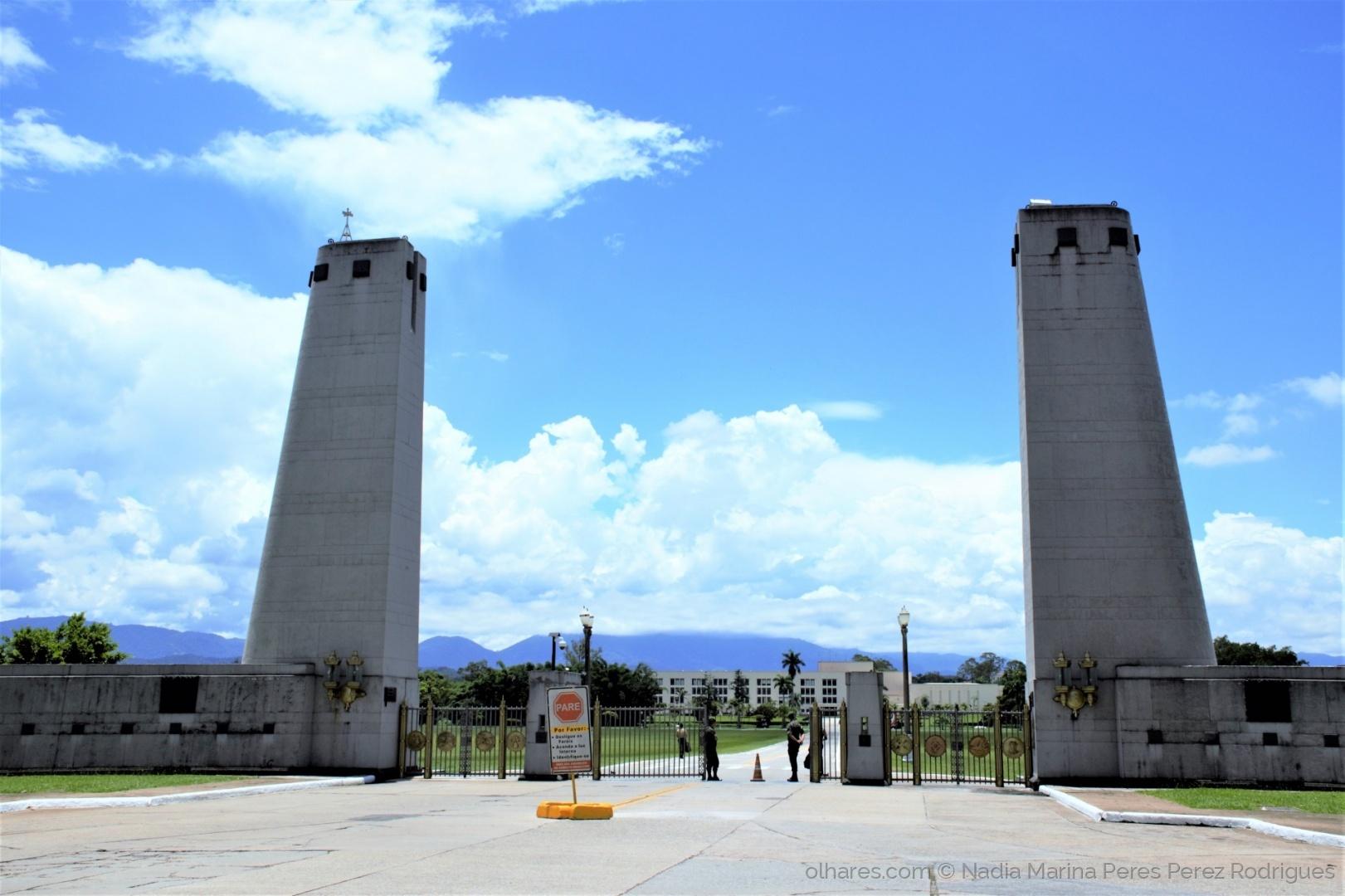 Paisagem Urbana/Portal de entrada da Academia Militar....
