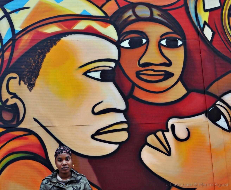 Paisagem Urbana/A rapariga que saiu da parede