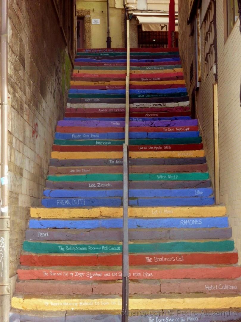 Paisagem Urbana/Escadas coloridas com música