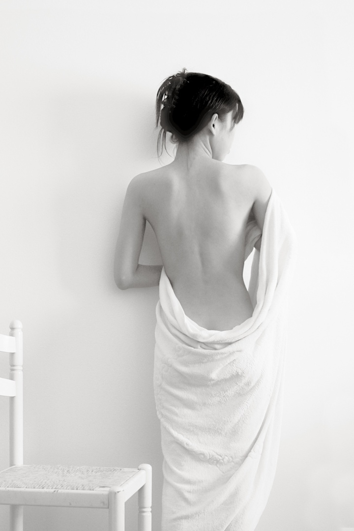 Nus/Semi nu de branco com cadeira e toalha