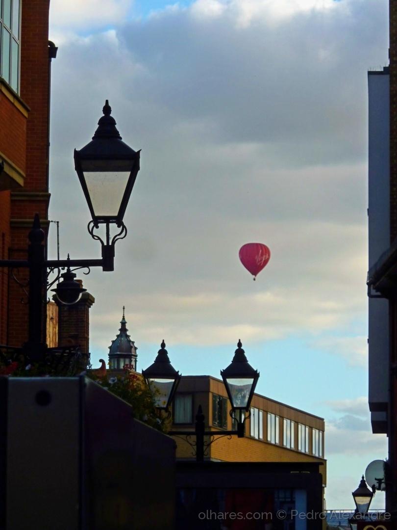 Paisagem Urbana/Um balão ao entardecer em Oxford