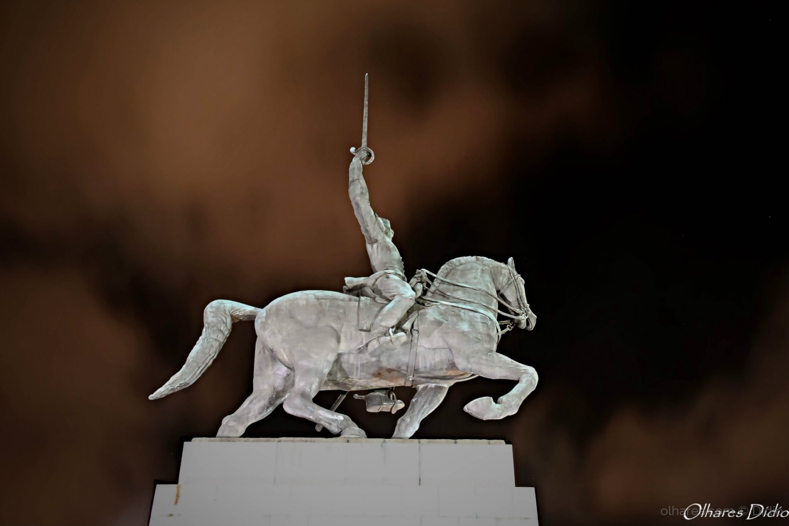 História/Salve Duque de Caxias (descrição)