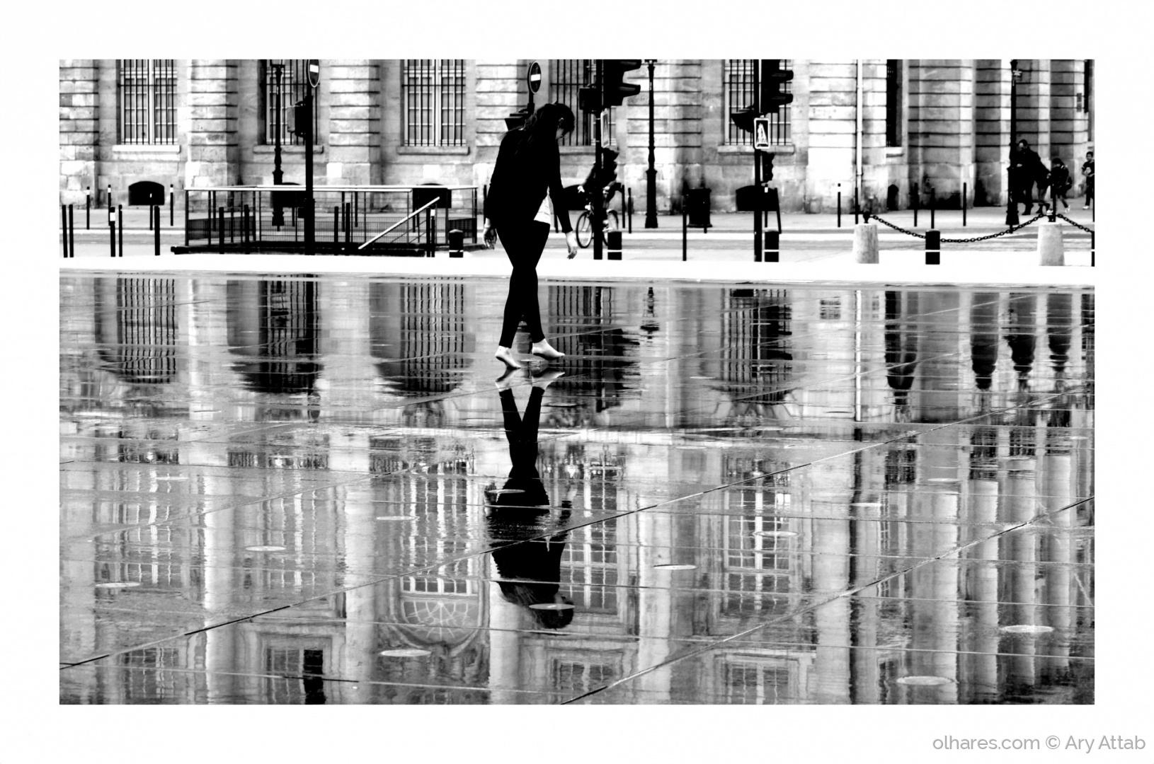 Gentes e Locais/A moça e o reflexo