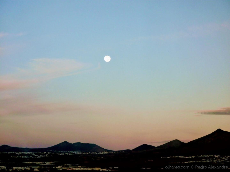 Paisagem Natural/E a lua lá no alto