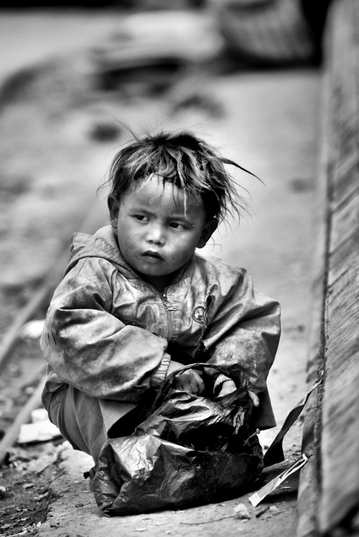 Fotojornalismo/A criança ao saco plástico