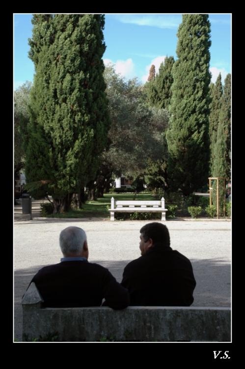 Outros/... dois homens ...