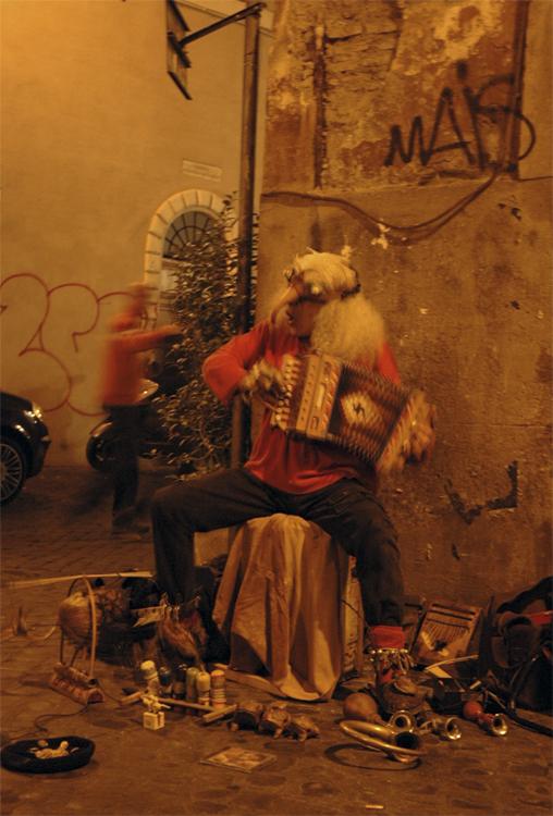 Gentes e Locais/artista de rua em trastevere italia