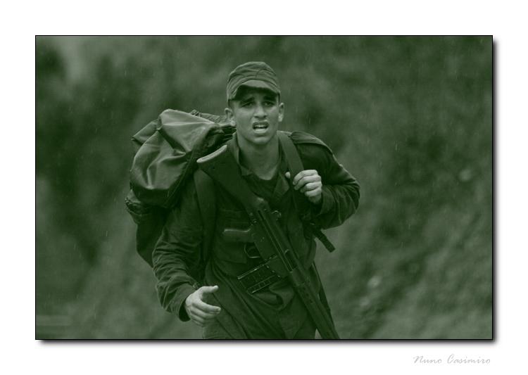 Gentes e Locais/Jovem militar português a tentar passar na recruta