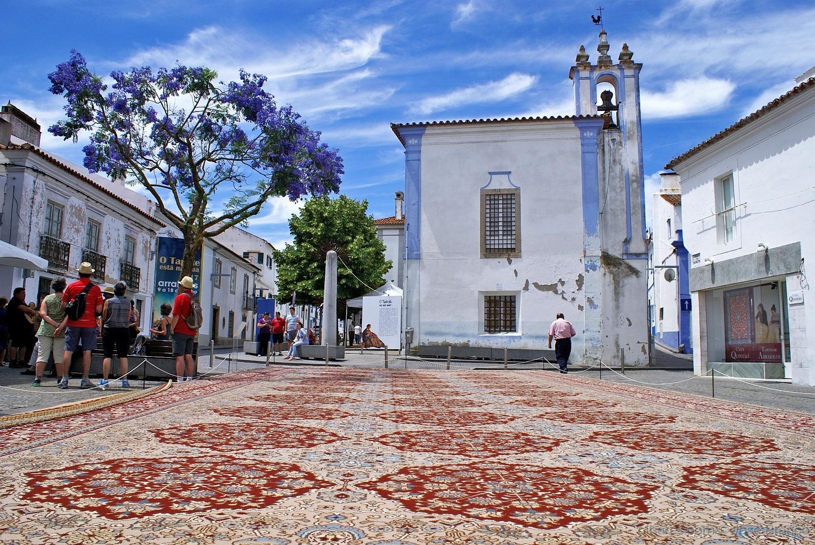 """Gentes e Locais/"""" O tapete está na rua.."""""""