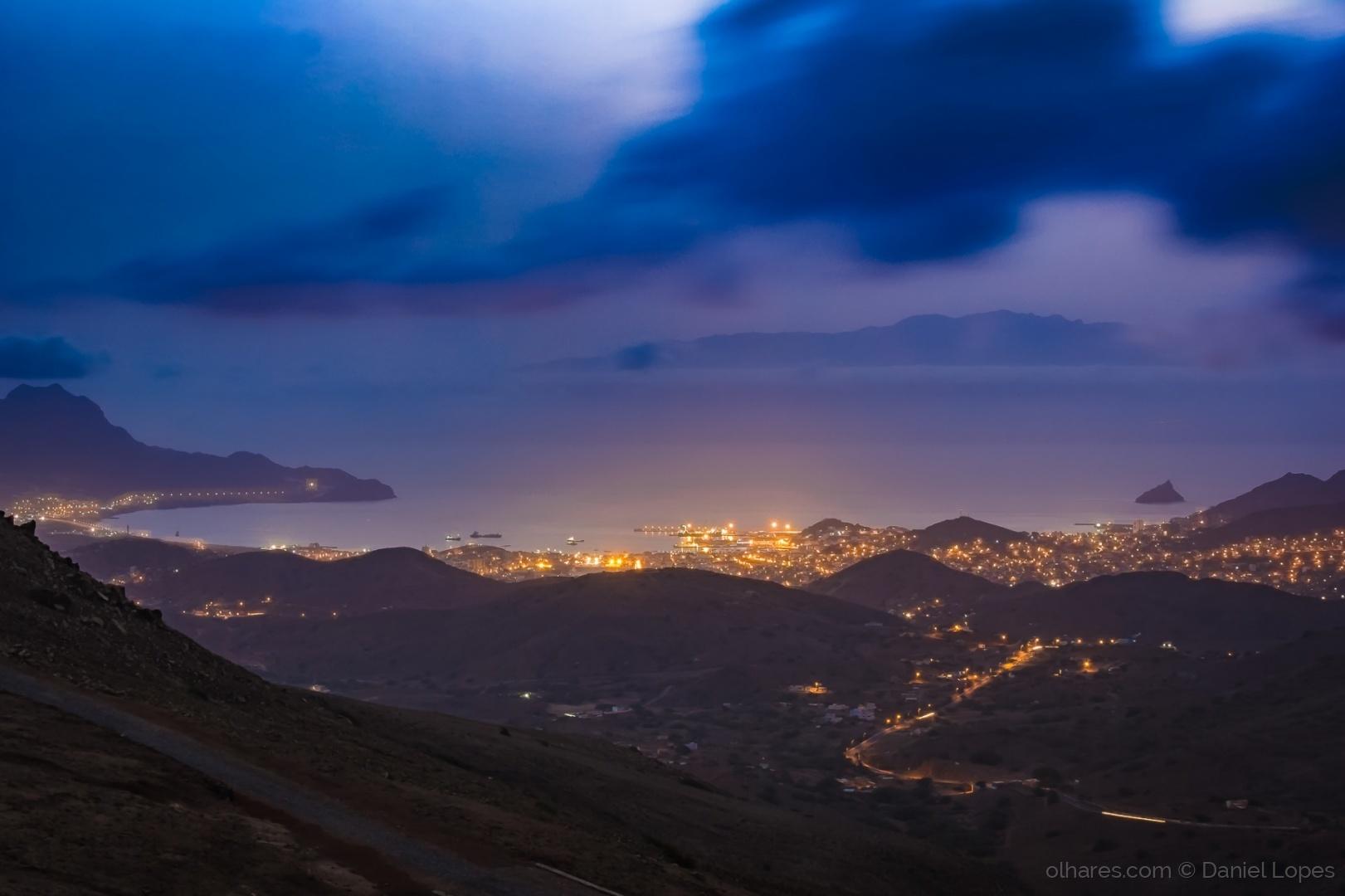 Gentes e Locais/Mindelo à noite visto do Monte Verde
