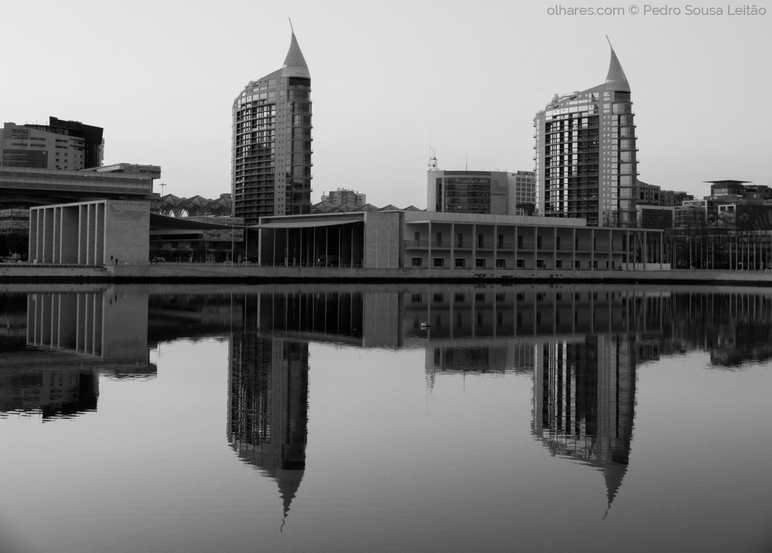 Paisagem Urbana/As Gémeas ao espelho II