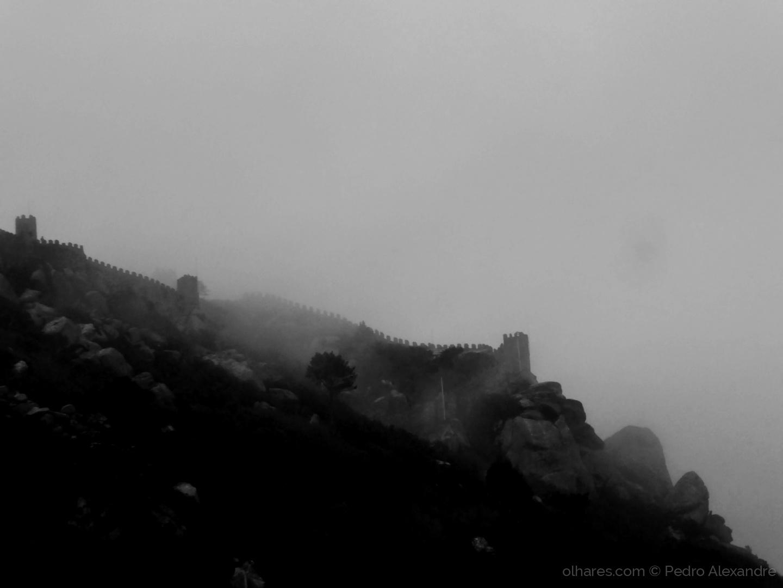 História/Castelo dos Mouros em dia de nevoeiro