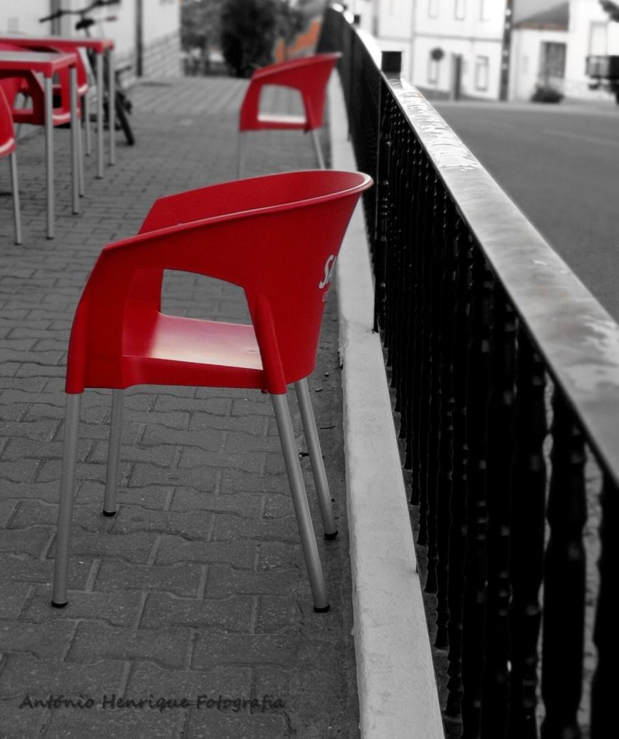 Abstrato/Cadeiras Vazias (ler)