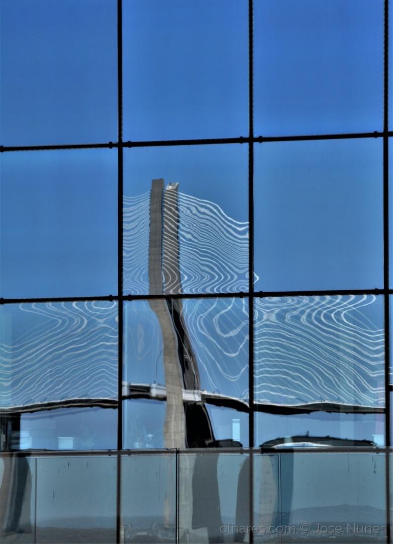 Abstrato/Reflexos da ponte