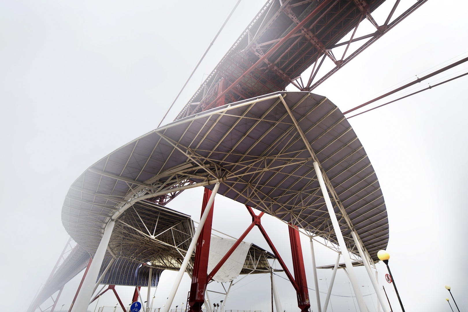 Paisagem Urbana/A pala da ponte em dia de nevoeiro