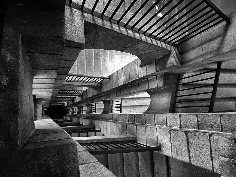 Abstrato/vrrummmmm... (elevador)