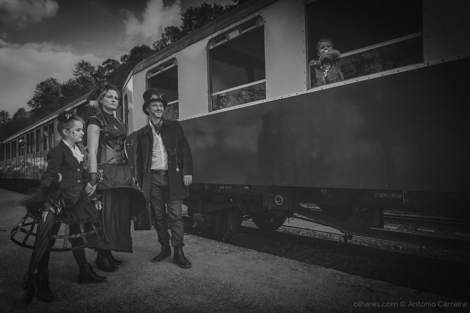 História/Des trains pas comme les autres