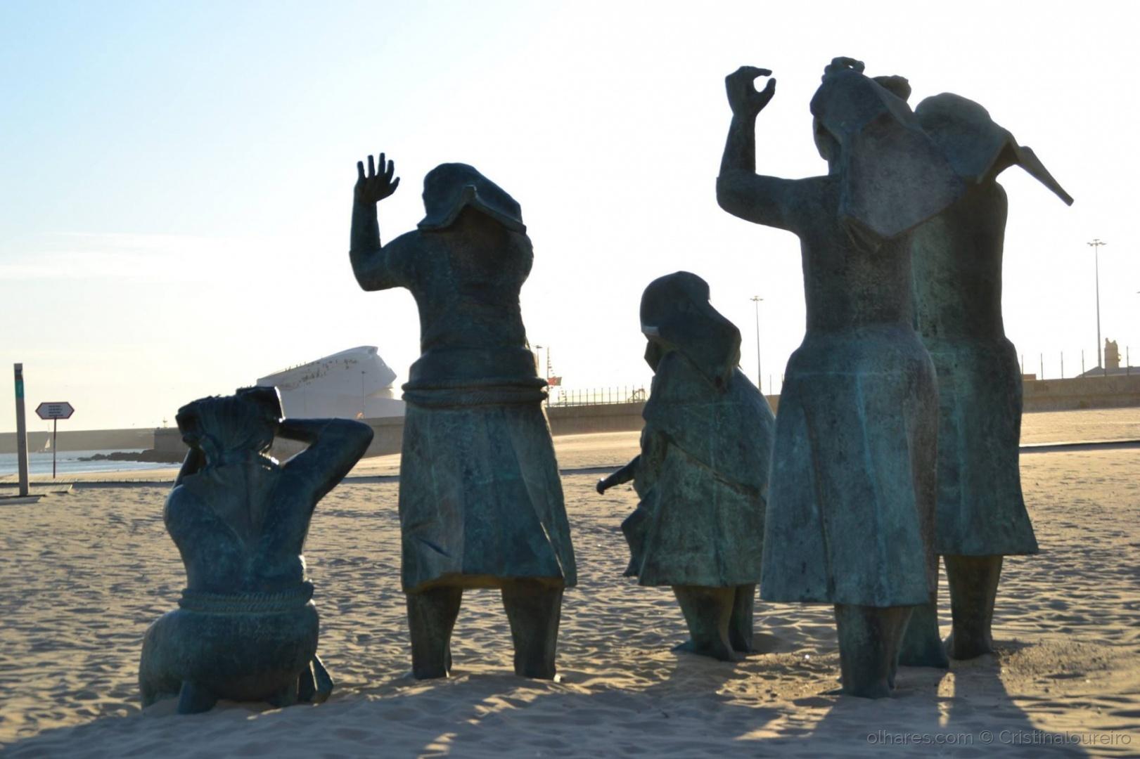 História/Escultura homenagem ao naufrágio de 1947...