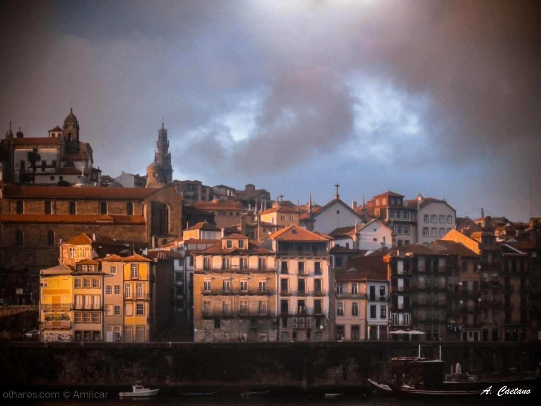 Paisagem Urbana/Porto ao fim do dia.