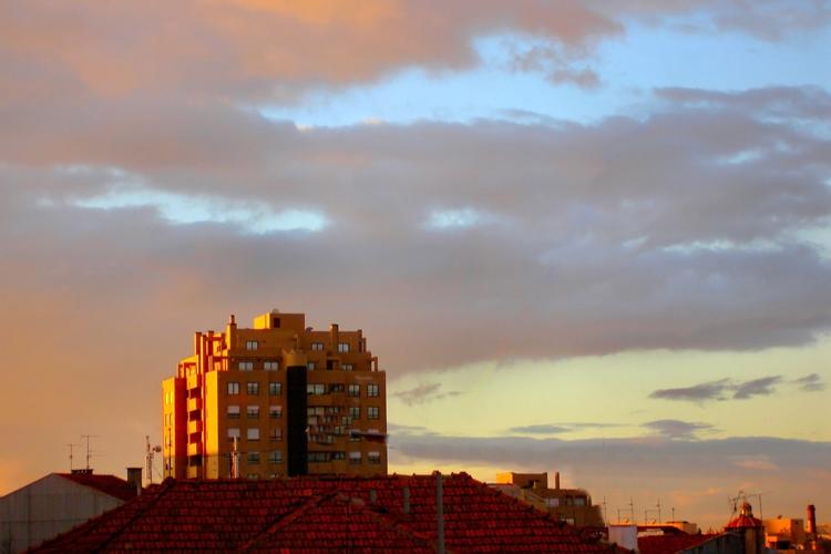Paisagem Urbana/Um prédio de ouro por graça da Natureza
