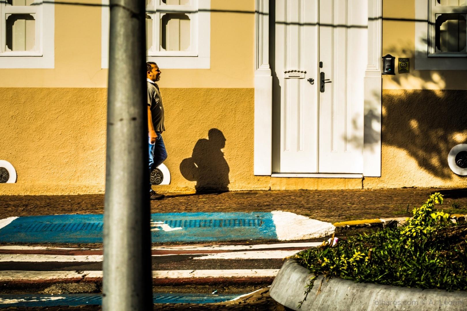 Retratos/Meio homem, meia sombra
