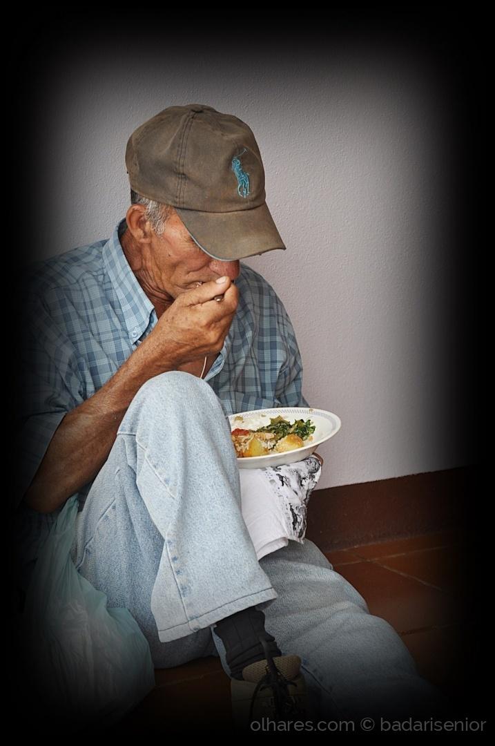 Gentes e Locais/Tenho fome, logo existo. ( Fv. ler )
