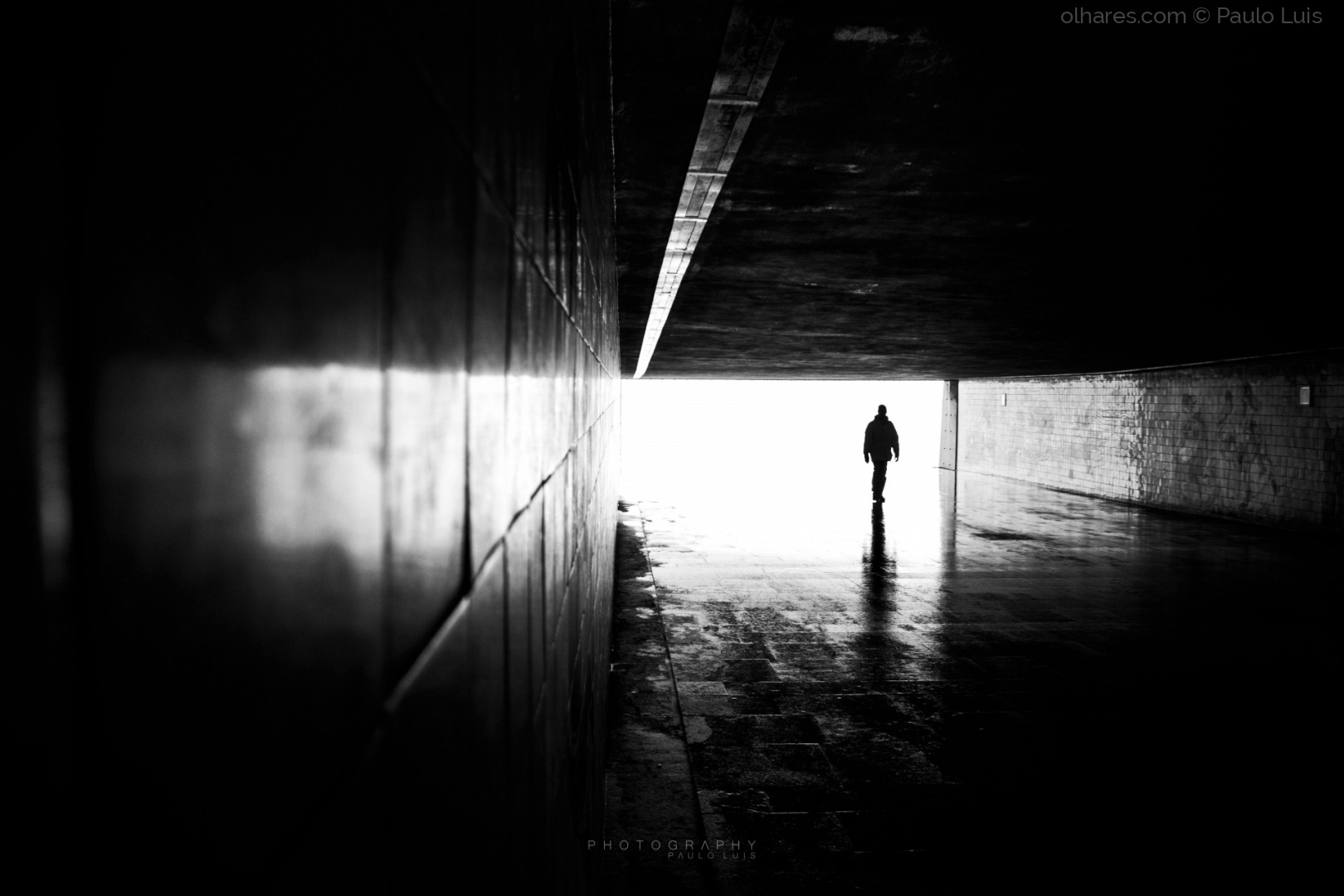 Gentes e Locais/He came from the light