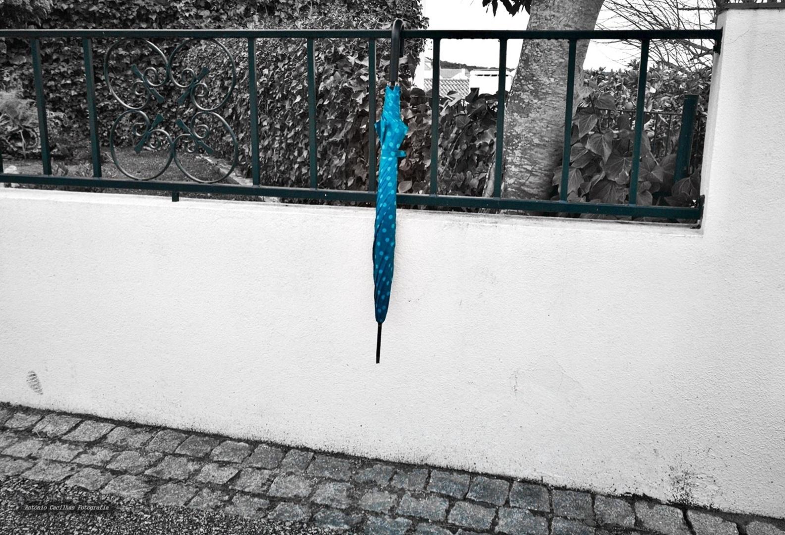 Abstrato/A Sombrinha azul