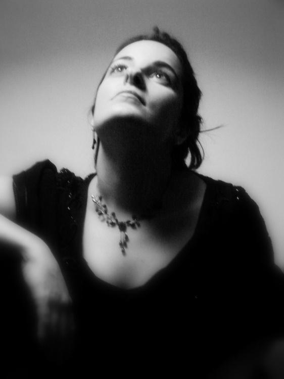 Retratos/Mulher na luz do abajour