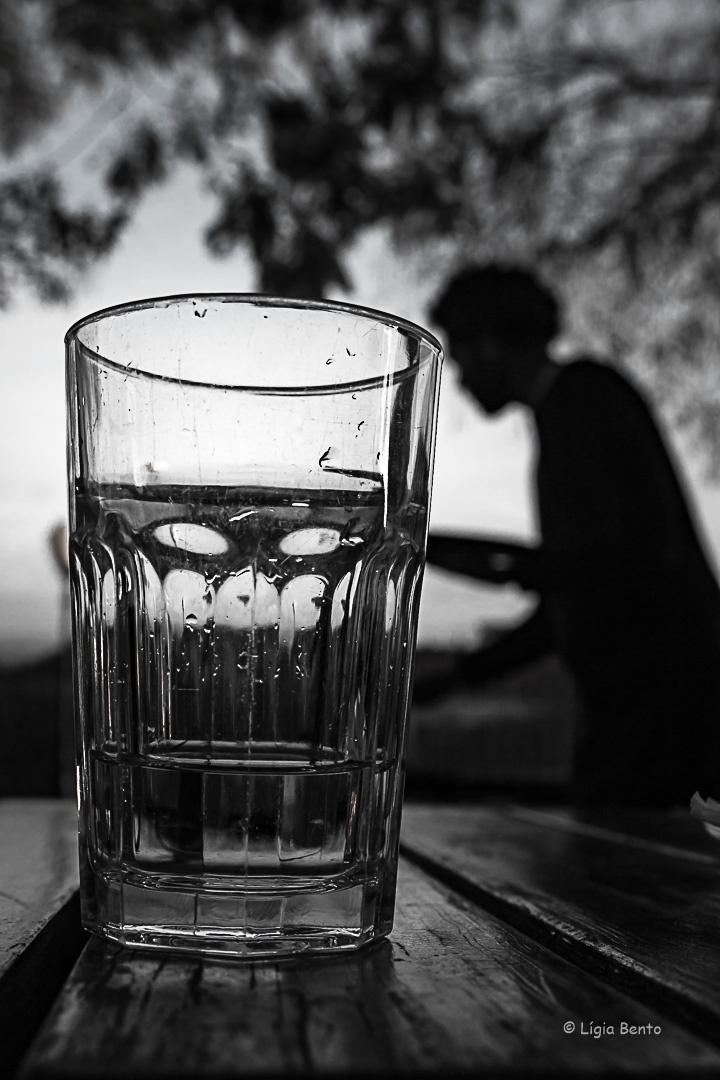 Outros/P'ra mim era só um copo de àgua, por favor.......
