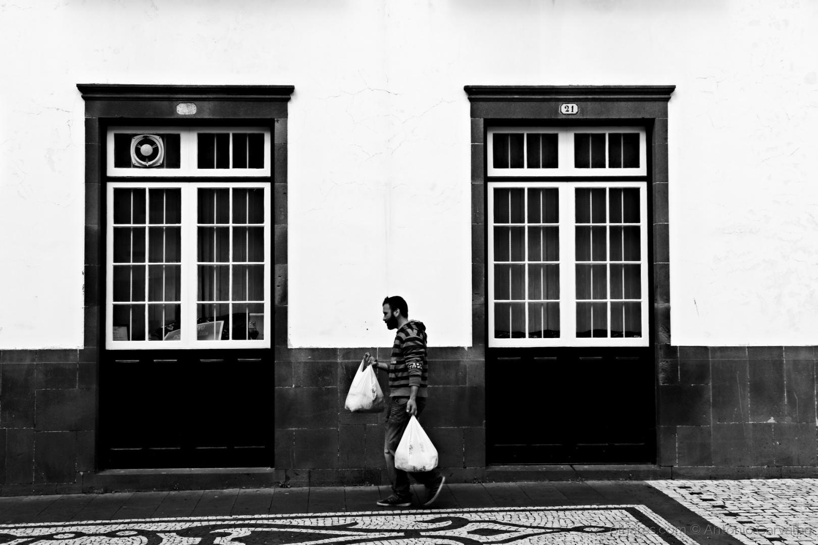 Paisagem Urbana/Portas fechadas (ler)