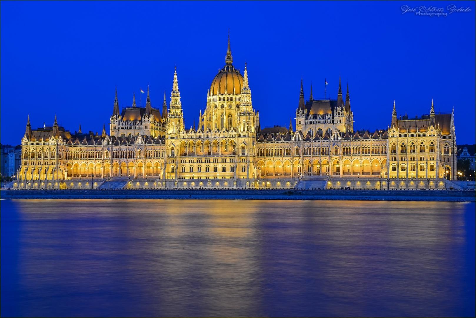 Gentes e Locais/Parlamento Húngaro em Budapeste