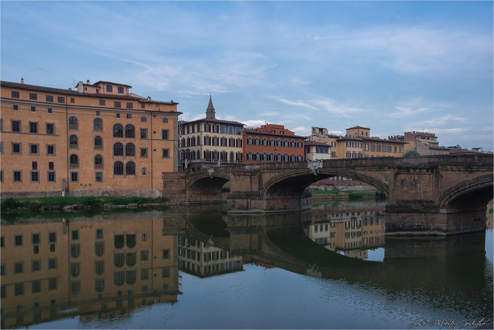 Paisagem Urbana/O rio Arno em Florença