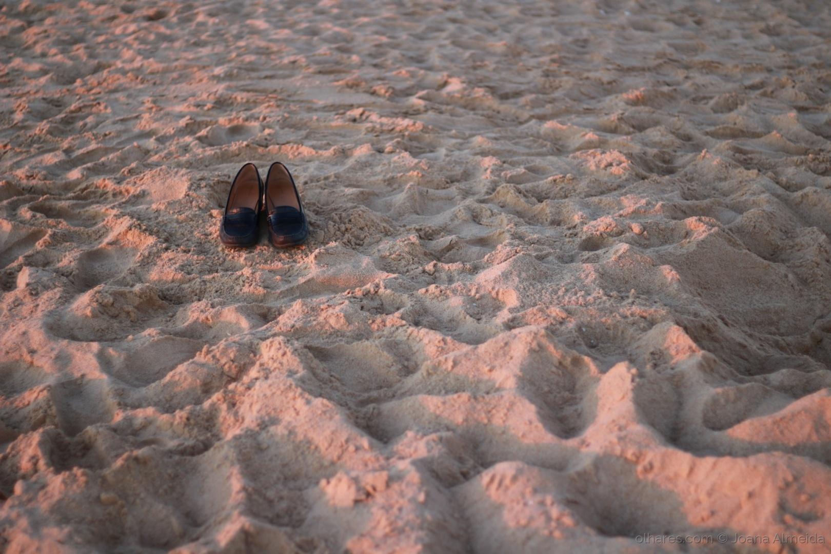 Paisagem Natural/Sapatos na textura arenosa