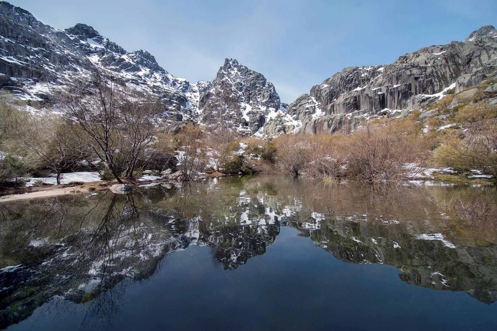 Paisagem Natural/A montanha e o seu reflexo