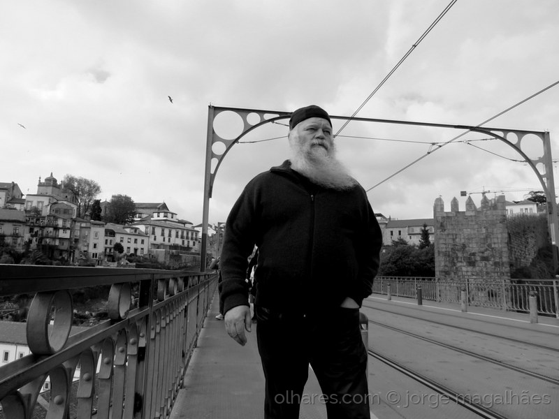 Gentes e Locais/O homem das barbas brancas
